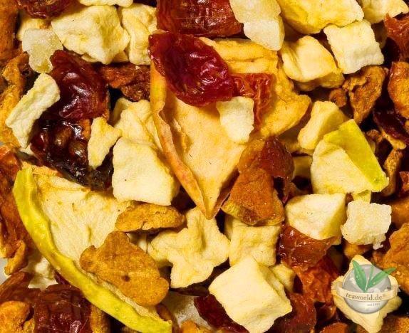 Apfelpudding an Karamellsauce - aromatisierte Früchteteemischung