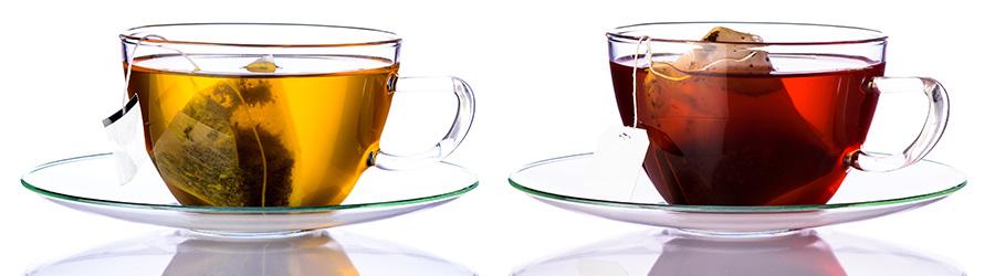Banner-Image Grüner Tee und Schwarztee in Teebeuteln